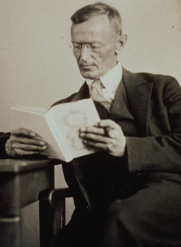 02hermann_hesse_1927_photo_gret_wid