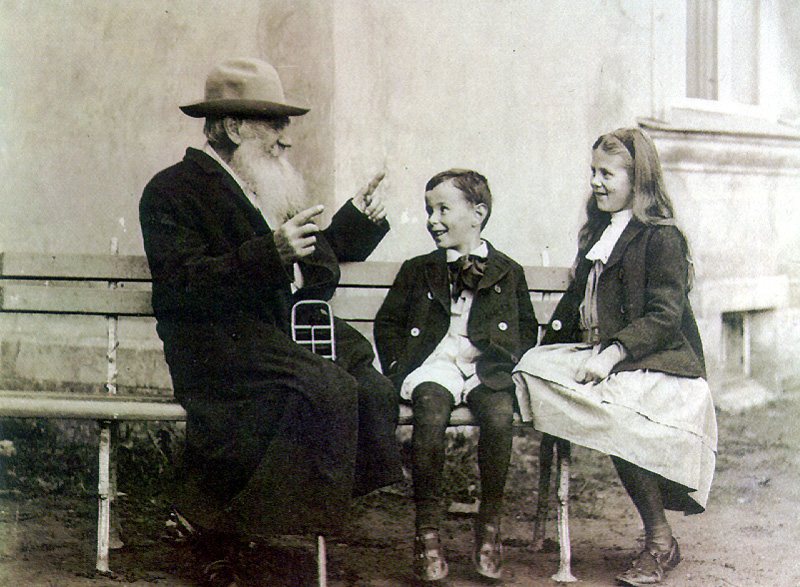 02_tolstoy_and_his_grandchildrens